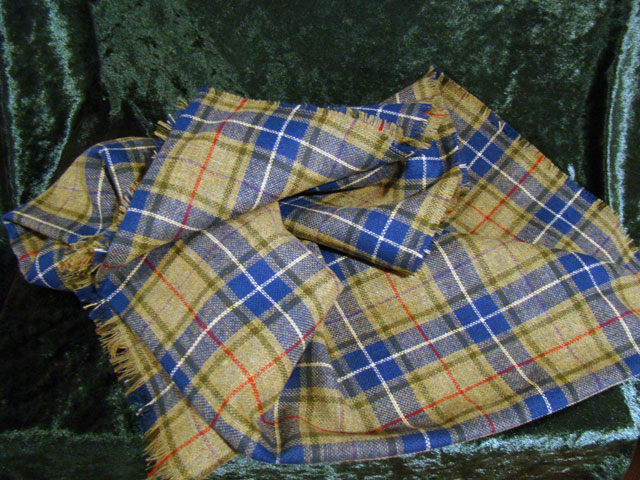 Light-weight ladies' shawl